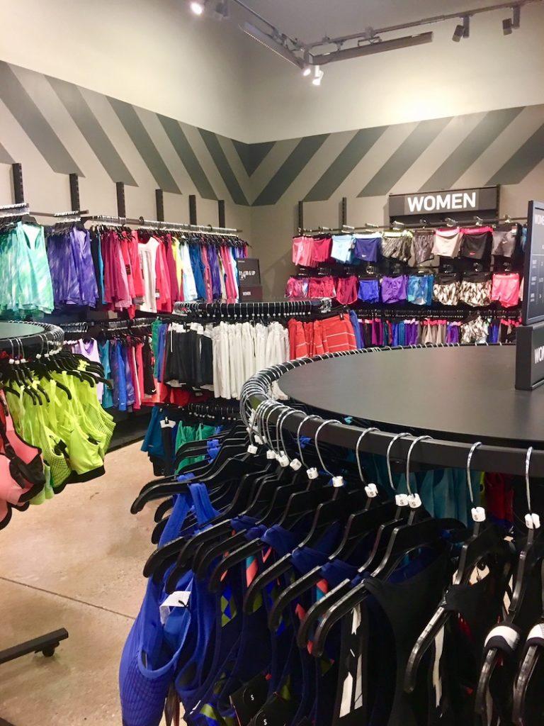 humor saber Vaciar la basura  Take a Peek Inside the Nike Clearance Store in Mississauga