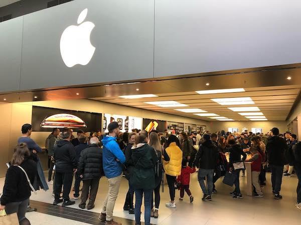 Apple toronto store