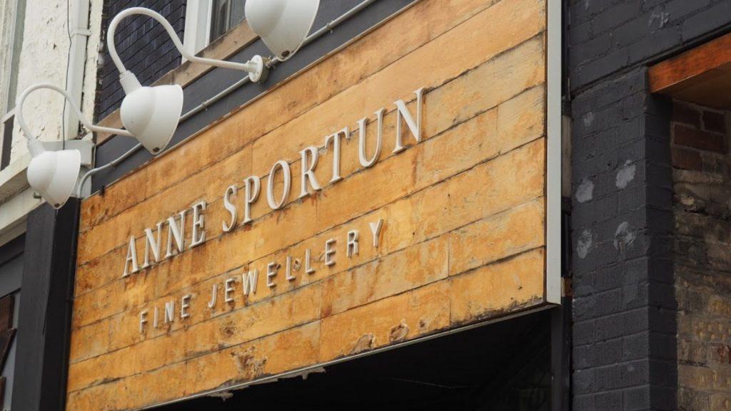 Anne Sportun Outside