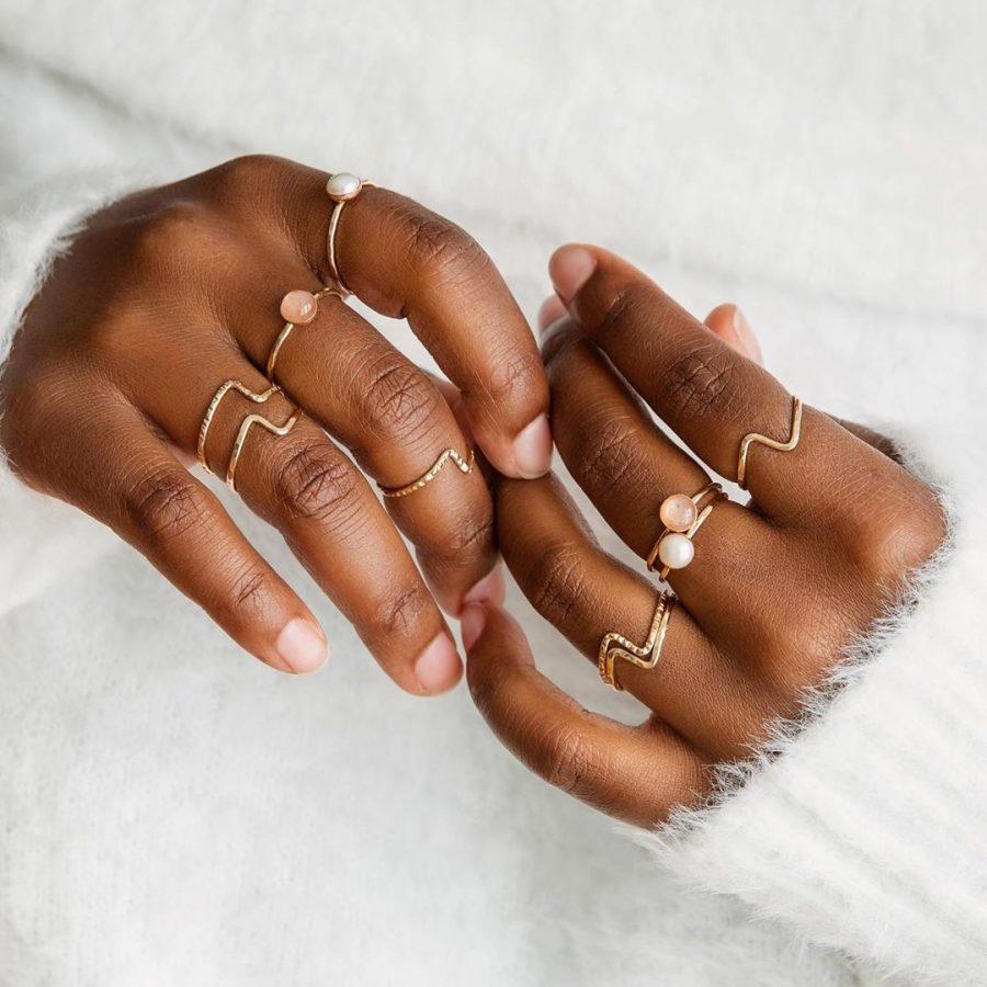 bijoux-strut
